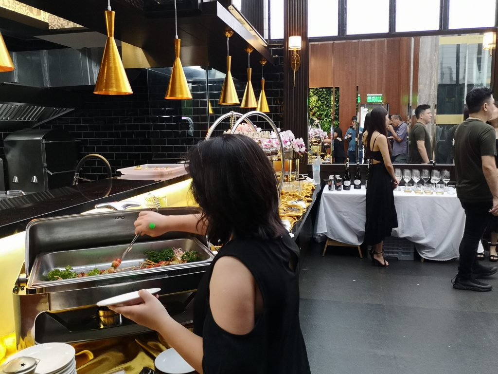 They event serve food and wine