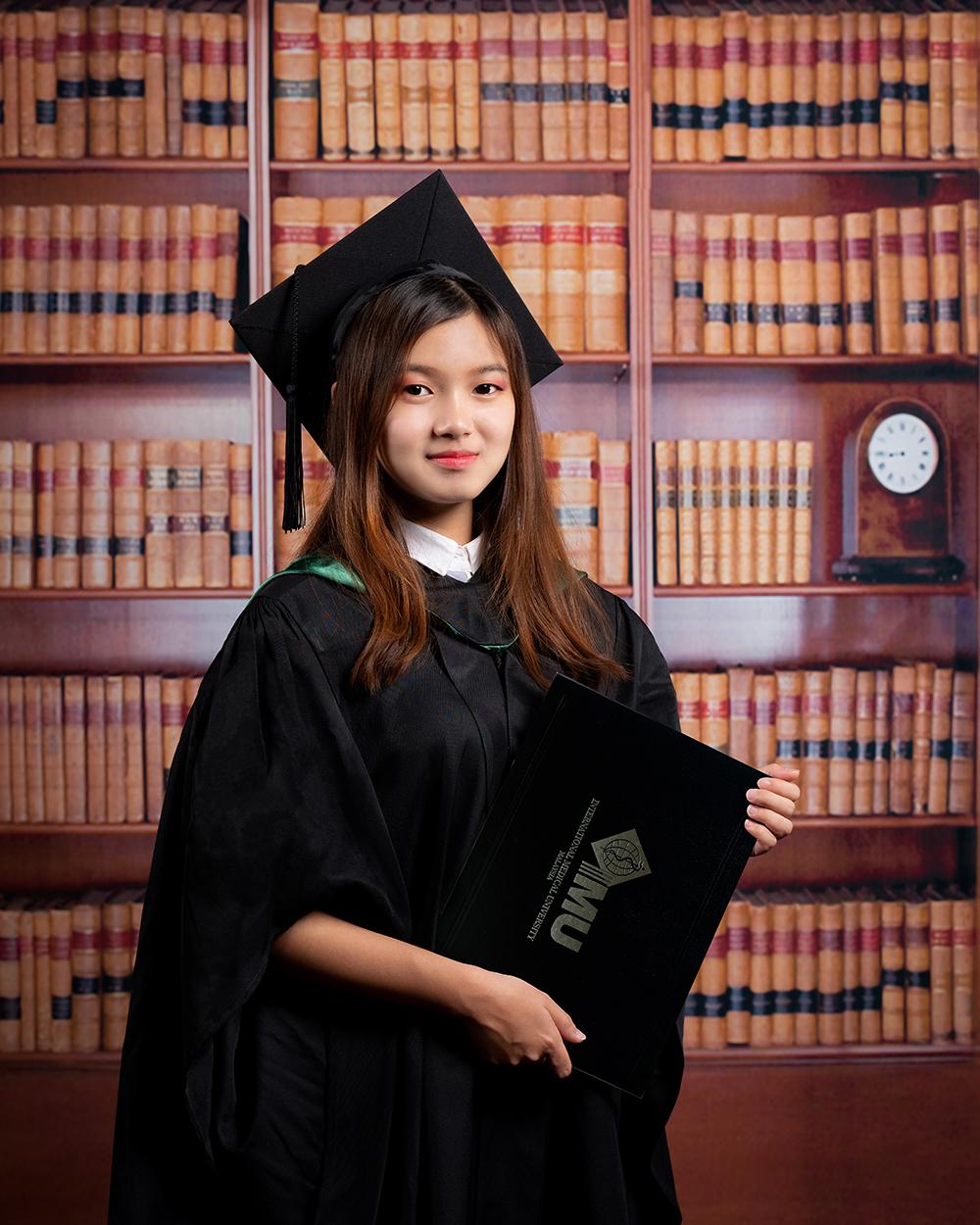 Graduation Photo by Loominos Studio