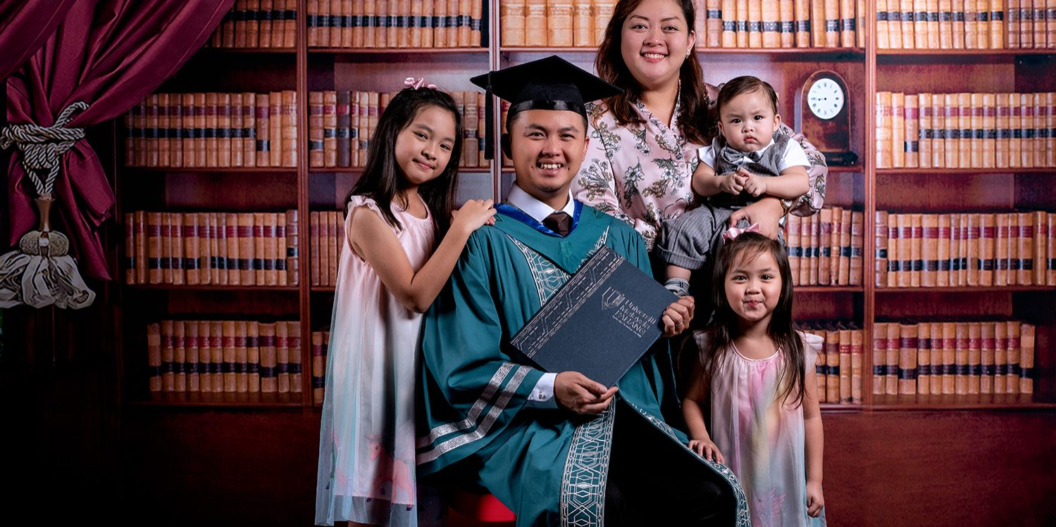Graduation Photo by Loominos Studio